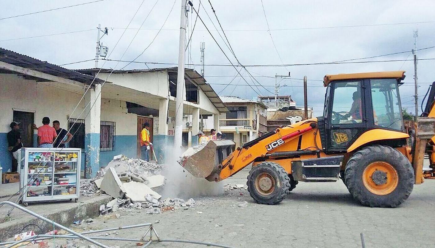 JCB dona una terna 3CX all'Ecuador - JCB Terna 3CX terremoto Ecuador -Aziende Construction Notizie Pillole Terne - MC5.0-Macchine Cantieri