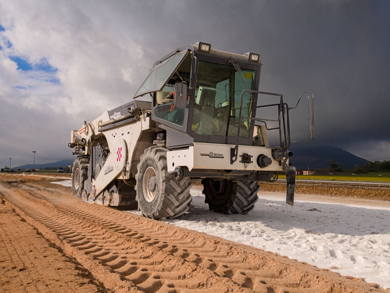Le macchine Wirtgen per l'aeroporto di Alghero -  -Compattatori/Costipatori Fresatrici Notizie Stabilizzatrici Stradali - MC5.0-Macchine Cantieri 2