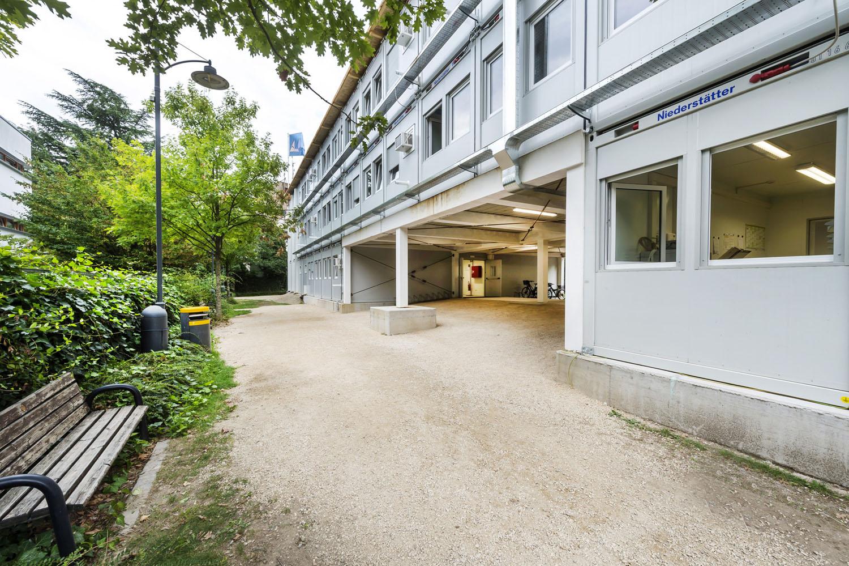 Niederstätter: una scuola di container - moduli abitativi Niederstätter noleggio -Noleggio Pillole - MC5.0-Macchine Cantieri