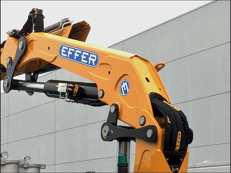 Effer 205, perfetta per l'edilizia -  -Gru retrocabina In quota Notizie - MC5.0-Macchine Cantieri 5