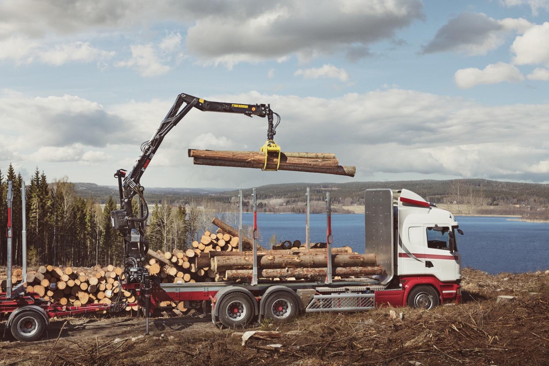 Hiab: le gru per il legno -  -Fiere Gru retrocabina In quota Notizie - MC5.0-Macchine Cantieri