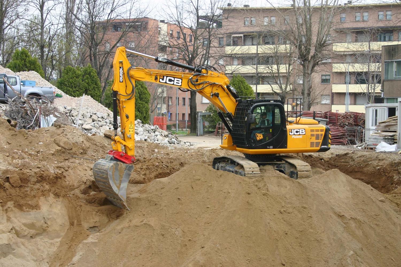 Un escavatore cingolato JCB e una stazione laser Spectra per cantieri produttivi ed efficienti - cantieri escavatore cingolato JCB macchine movimento terra Spectra -Construction Notizie - MC5.0-Macchine Cantieri