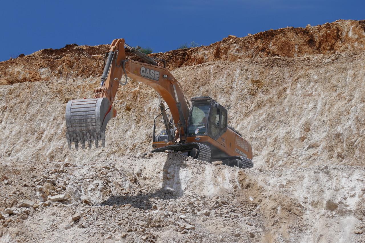 In cava: i  CX350D e CX490D di CASE -  -Notizie - MC5.0-Macchine Cantieri 1