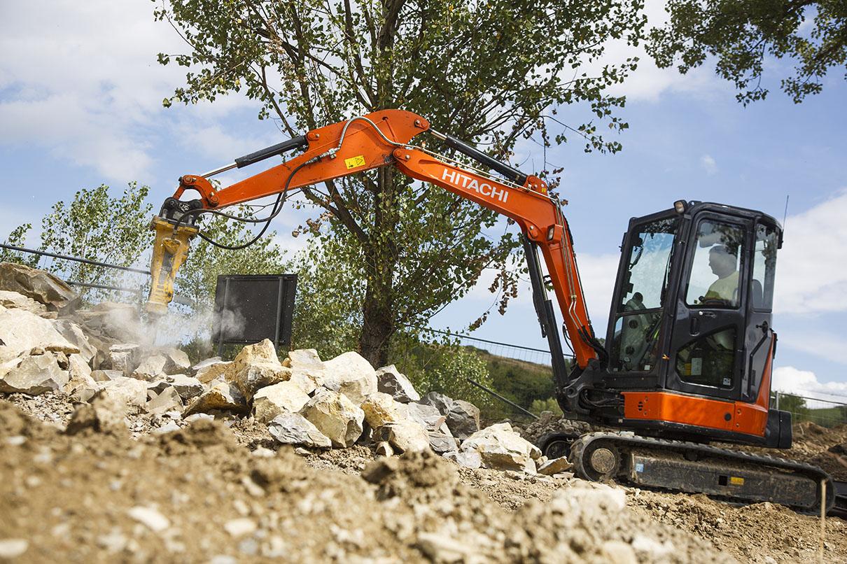 Hitachi: dalla parte degli elefanti -  -Attualità Construction Notizie - MC5.0-Macchine Cantieri