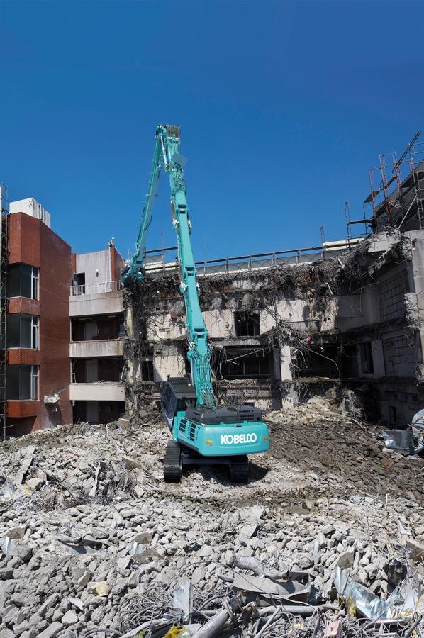 Presentati i nuovi escavatori per demolizioni di Kobelco -  -Construction Escavatori Notizie - MC5.0-Macchine Cantieri