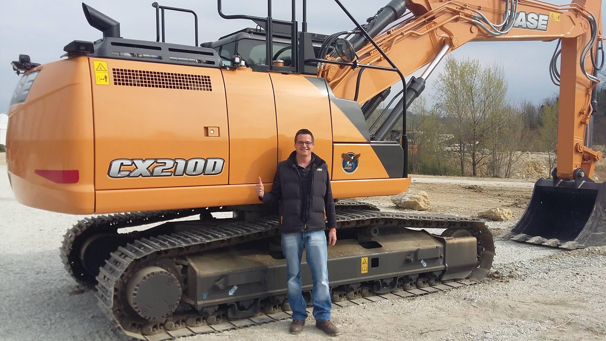 Un CASE CX145D SR al lavoro a Bolzano escavatori gommati escavatori cingolati escavatori escavatore gommato escavatore cingolato escavatore CX145D SR Case
