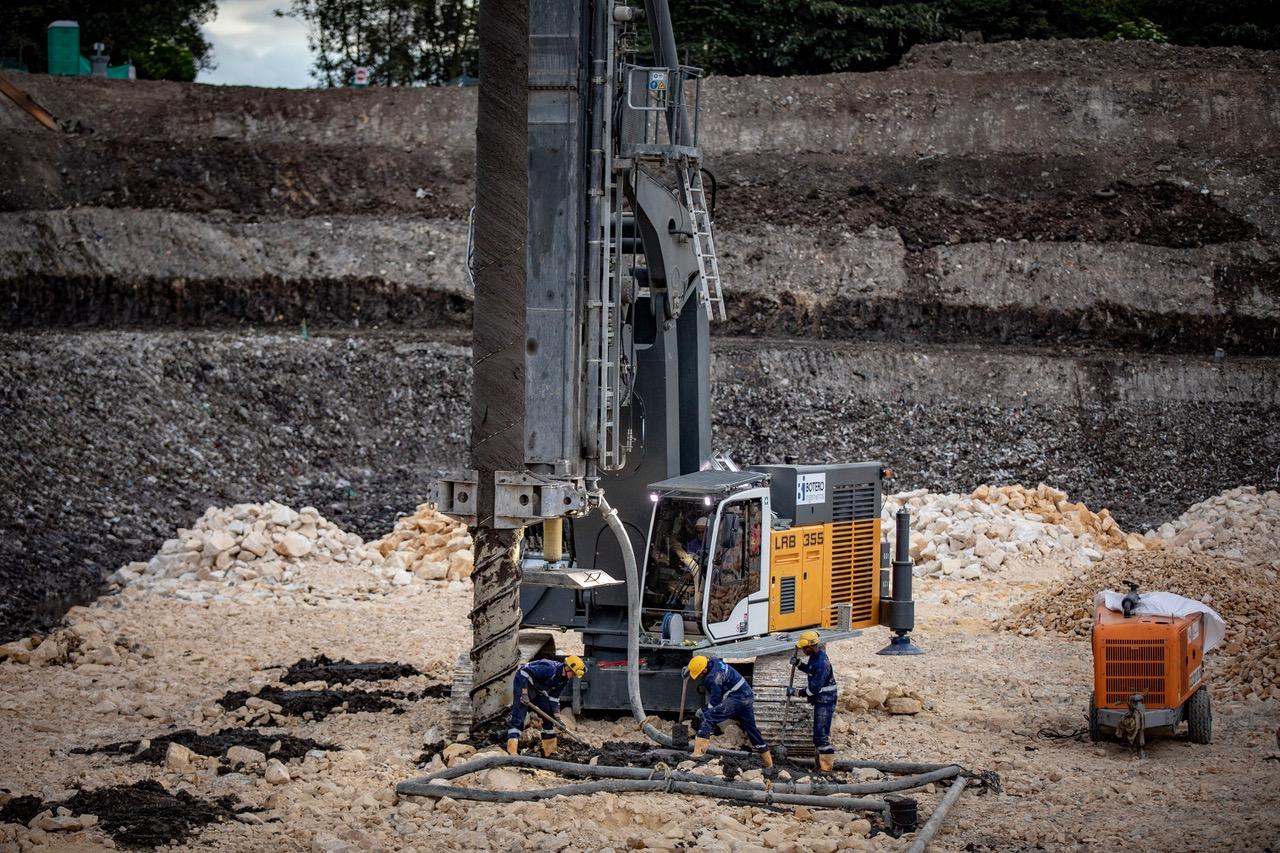 Una Liebherr LRB 355 all'opera per purificare il Rio Bogotá - fondazioni speciali Liebherr perforatrice perforatrici -Construction&Movimento Terra Notizie - MC5.0-Macchine Cantieri 1