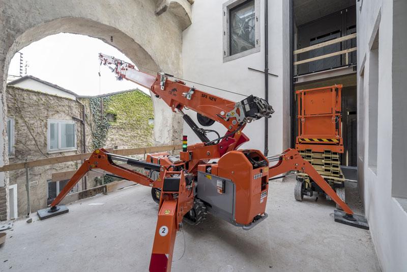 In Cina sempre più aziende apprezzano le minigru Jekko - Jekko minicrane minicranes minigru -In quota Notizie - MC5.0-Macchine Cantieri 1