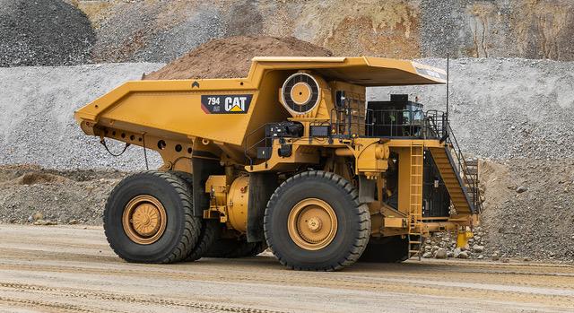 Il Cat 794 aggiorna la propria motorizzazione agli standard EPA Tier 4 Final - 794 AC Cat Caterpillar dumper -Construction&Movimento Terra Notizie - MC5.0-Macchine Cantieri