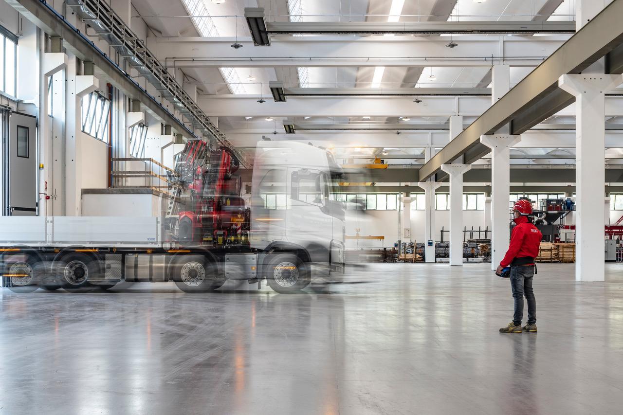 L'anteprima assoluta di Fassi a GIS è stata la nuova tecnologia Drive by Fassi - camion Fassi gru retrocabina truck veicoli industriali veicolo industriale Volvo Trucks -In quota Notizie Veicoli industriali e leggeri - MC5.0-Macchine Cantieri 1